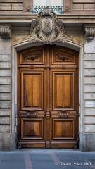 Rue d'Alsace-Lorraine, Toulouse (Ivan van Nek) Tags: nikon nikond7200 doorsandwindows toulouse midipyrénées occitanie 31 hautegaronne france frankrijk frankreich ramenendeuren porte portesetfenêtres