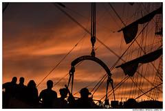 . . (Matías Brëa) Tags: barco buque velero bigsailboat siluetas silhouette color personas people gente