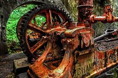 Machine sous la pluie - Île de la réunion (DOMVILL) Tags: îledelaréunion domvill abandonné industriel rouillé island canon machine