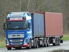 Volvo FH4 globetrotter from de Jong Leerbroek Holland. (capelleaandenijssel) Tags: 89bfh8 truck trailer lorry camion lkw lzv netherlands nl container box