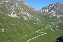 Paysage alpine (RIch-ART In PIXELS) Tags: valloire france coldugalibier alpesdehauteprovence col mountainpass grass fields montagne mountain mountainside fujifilmxt20 xt20
