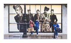 Turistes de compres (Vicent Granell) Tags: granellretratscanon valència estreet carrer gent mirada visió composició percepció personal