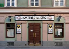 Gasthaus zum Sieg (Wolfgang Bazer) Tags: gasthaus zum sieg beisl pub haidgasse leopoldstadt wien vienna österreich austria schlacht bei aspern battle aspernessling erzherzog karl archduke charles napoleon