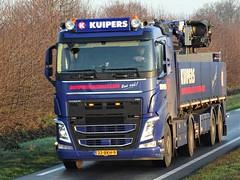 Volvo FH4 from Kuipers bouwmaterialen Holland. (capelleaandenijssel) Tags: 22bkh9 truck trailer lorry camion lkw netherlands nl flatbed