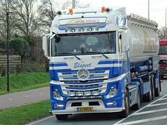 Mercedes-Benz Actros MP4 bigspace from van de Brug Holland. (capelleaandenijssel) Tags: 51bbz6 truck trailer lorry camion lkw netherlands nl tanker citerne bulktanker silotanker