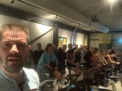 De enige manier waarop ik de rest voor kon blijven was gewoon de fiets vooraan boeken 😂 #ZeeuwsWattageKampioenschap #Spekenbonen #kapot #gehaald #alpecincycling 