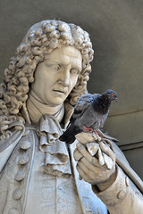 It's a pigeon! (Thomas Roland) Tags: unesco world heritage site europe europa italy italia italien sommer summer nikon d7000 travel rejse toscana tuscany by stadt town city firenze florence loggia dei lanzi statue figure classical marble sculpture skulptur uffizi gallery pigeon due dove