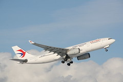 B-5941 China Eastern A330-200 (Vernon Harvey) Tags: b5941 airbus a330 china eastern vancouver yvr
