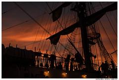 Last Chance (Matías Brëa) Tags: barco buque velero big sailboat siluetas silhouette color personas people gente