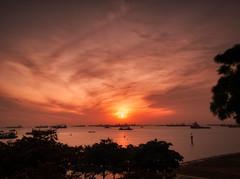 Sunrise in Marina Barrage (The Elephant's Tales Photography) Tags: morning sunrise singapore cityscape marinabarrage southeastasia nikonz7 theelephantstales scenicsnotjustlandscape