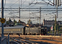 SJ Swedish Railways electric loco Rc6 1353 arrives at Stockholm Central on 21 Aug 2019 (Trains and trams eveywhere) Tags: sj asea swedishstaterailways electric locomotive trains railways scandinavia swedishrailways passengertrain stockholmcentral rc5 rc6 stockiholm sweden