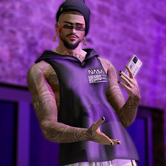 # 00196 (Leon Miranda) Tags: pose solo ckey poses filippo 5 man cave tattoo vegas applier swallow oceans hoodle offline gacha hoodie fatpack phone glasses x tim yung tagged galleria