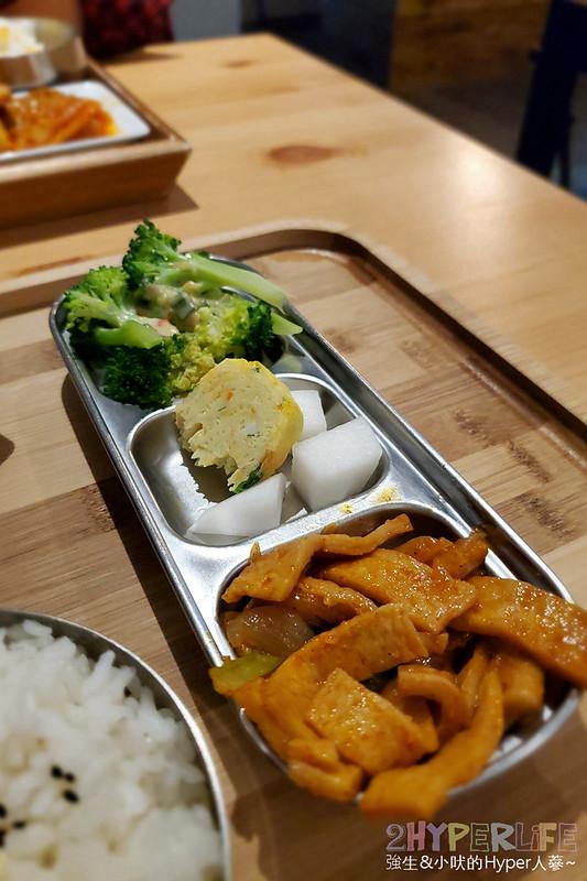 49402338341 889f659390 c - 中友百貨後方平價韓式料理,小小店面總是塞滿人~KBAB大叔的飯卷菜單改版後沒賣飯卷囉!