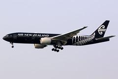 Air New Zealand   Boeing 777-200ER   ZK-OKH   All Blacks livery   Hong Kong International (Dennis HKG) Tags: aircraft airplane airport plane planespotting staralliance canon 7d 100400 hongkong cheklapkok vhhh hkg newzealand airnewzealand anz nz zkokh boeing 777 777200 boeing777 boeing777200 777200er boeing777200er