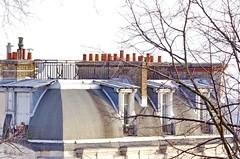 120 Paris Janvier 2020 - les toits de Paris depuis la Butte Montmartre (paspog) Tags: france paris montmartre butte buttemontmartre 2020 january januar janvier toitsdeparis roofsofparis dächer toits roofs cheminées chimneys
