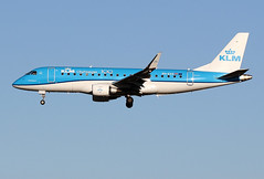 "KLM / Embraer 175   PH-EXX  ""100 Years"" / LFBO - TLS / janv 2020 (gimbellet) Tags: canon nikon spotting spotter boeing blagnac planes transport transportation toulouse tls toulouseblagnac airbus a380 airplanes a330 a340 aircraft a320 avions aeroport aviation atr a350 aeronautique airport airplane aeroplane embraer embraer175"