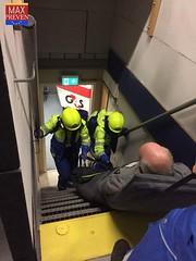Mañana en el #aeropuerto ✈️,  mostrando a los equipos de #emergencia el uso de la colchoneta de #evacuación. Para espacios reducidos es excelente. 👨🚒👨🚒 (alfonso343) Tags: aeropuerto evacuación emergencia