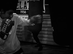7998 - Hook (Diego Rosato) Tags: hook gancio pugno punch bag sacco boxer pugile allenamento training giuditta boxe boxing pugilato boxelatina bianconero blackwhite fuji x30 rawtherapee