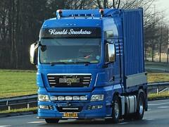 MAN TGX from Ronals Strekstra Holland. (capelleaandenijssel) Tags: 72bbf3 truck trailer lorry camion lkw netherlands nl container box