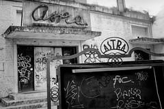 Verona, ex cinema Astra (Roberto Spagnoli) Tags: cinema verona italy decay abbandono abandonment fotografiadistrada streetphotography biancoenero blackandwhite bw graffiti text