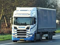 Scania R520 highline from den Hollander Holland. (capelleaandenijssel) Tags: 82bkg3 truck trailer lorry camion lkw netherlands nl v8