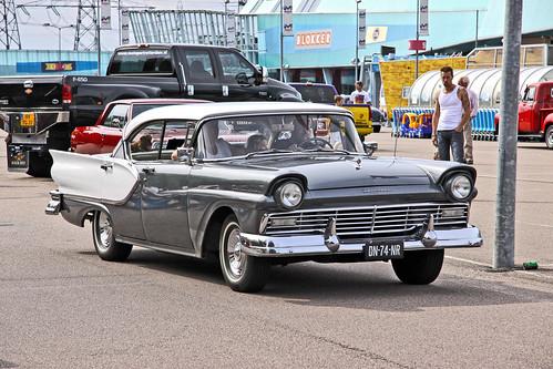Ford Fairlane Town Sedan 1957 (4613)
