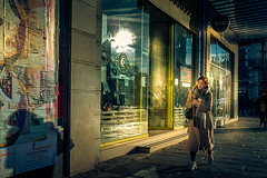 Balade lumineuse (regardsparisiens) Tags: 2019 2020 23mm 24x36 3x2 candid capturestreets city colors couleurs dreaminstreets europe everydayeverywhere extérieur femmes france fromstreetswithlove fujifilm generationstreet heldervinagre hiver iloveparis iledefrance landscape lensonstreets life matin morning objectifgrandangle paris paysage people photographiederue regardsparisiens rue storyofthestreet storyofthestreets streetfocuson streetphoto streetphotographer streetphotography streetphotographyinternational thestreetphotographyclub thestreetphotographyhub ville wearethestreets wearethestreet winter worldstreetfeature x100s zonestreetbwblackandwhitecollectifcouleurecouenfujix100shvphotographieheldervinagrenbnoiretblancparispaysagephotographiederueregardsparisiensmonochromeparisienparisiennepeoplestreetstreetphotography