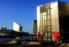 Shapes of the Lowry at Salford Quays (Tony Worrall) Tags: welovethenorth nw northwest north update place location uk visit area attraction open stream tour photohour photooftheday pics country item greatbritain britain british gb capture buy stock sell sale outside dailyphoto outdoors caught photo shoot shot picture captured ilobsterit instragram england gmr manchester manc city lowry modern design architecture building metal silver birds perch water wait nature seagulls sony salford