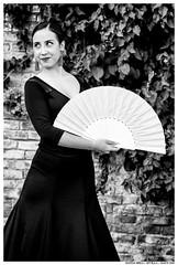 . . (Matías Brëa) Tags: calle street social documentalismo documentary personas people gente blancoynegro blackandwhite bnw mono monochrome monocromo bailarina dancer