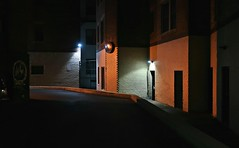 Je suis arrivé trop tard (Robert Saucier) Tags: boston nuit night nightshot noflash building architecture orange img1911 ipswitch
