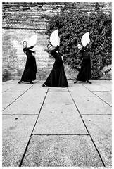 . . (Matías Brëa) Tags: calle street social documentalismo documentary bailarinas dancers blanco y negro black white bnw mono monochrome monocromo
