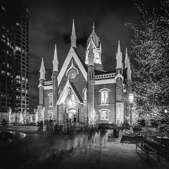 Assembly Hall (Mabry Campbell) Tags: assembleyhall saltlakecity templesquare usa utah architecture blackandwhite building christmas image longexposure photo photograph religion winter f71 mabrycampbell december 2019 december162019 20191216campbellh6a1322pano 24mm 50sec iso100 tse24mmf35lii
