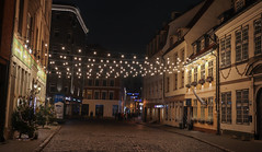 Skārņu Street, Riga (JaaniicB) Tags: canon eos 77d sigma 1835 f18 riga latvia latvija rīga street photography photo pic lights night old town skarnu skārņu bulbs road hanseatic