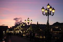 Lilac hour (gráce) Tags: canon canoneos550d meyeroptikgörlitzprimagon35mmf45 street streetscape lantern light bluehour moscow cityview people