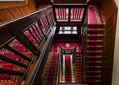 in Rot getaucht (tan.ja1212_2.0) Tags: treppe treppenhaus stufen stairs stairwell rot red architektur architecture