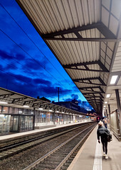 Going There (Théo +) Tags: trainstation quai perspective lines sky blue couchant neonlight passenger rails gare sbb