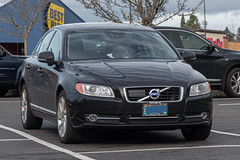 2013 Volvo S80 (mlokren) Tags: 2020 car spotting photo photography photos pic picture pics pictures pacific northwest pnw pacnw oregon usa vehicle vehicles vehicular automobile automobiles automotive transportation outdoor outdoors 2013 volvo s80 sedan black