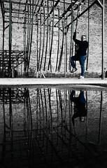 Escape Game ! (Tonton Gilles) Tags: graphisme lignes structures noir et blanc partiel bleu personnage reflet flaque deau eau miroir parc du château des ducs dalençon alençon normandie mise en scène
