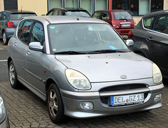Sirion (Schwanzus_Longus) Tags: spotted spooting carspotting delmenhorst german germany modern car vehicle japan japanese small compact hatchback silver daihatsu sirion storia