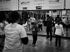 7737 - Teaching (Diego Rosato) Tags: boxe boxing pugilato boxelatina fuji x30 rawtherapee training allenamento little boxer piccolo pugile maestro master teaching insegnamento