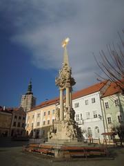 2016-11-10_14-37-42_Nikon_JH (Juhele_CZ) Tags: mikulov moravia czechrepublic houses architecture historical hill nature monument statue water square town