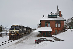 NS 7566 Plattsburgh (ERIE1960) Tags: railroad trains locomotive freighttrain plattsburgh canadianpacific norfolksouthern delawareandhudson dh newyorkrailroads canadianrailroads trainsinsnow railroadstation