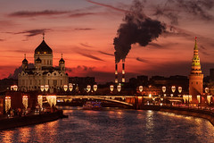 Sunset in Moscow (gubanov77) Tags: moscow russia moscowphotography moskvariver nightfall river streetscape street city cityscape urban kremlinembankment dusk sunset bolshoykamennybridge landscape capitalcity capital church temple architecture building cathedral glow goldenhour colors night