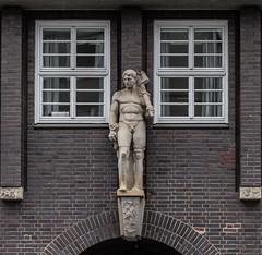 Sprinkenhof (michael_hamburg69) Tags: hamburg germany deutschland bauschmuck sculpture male skulptur nude mann allegorie kunst art sprinkenhof eingangjohanniswall dreizack sculptor bildhauer hanswagner unterwegsmitkathy