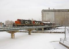 GP9's (Michael Berry Railfan) Tags: cn canadiannational wharfspur portofmontreal oldport oldmontreal montreal train freighttrain gp9 emd gmd cn7250 cn4129