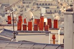130 Paris Janvier 2020 - les toits de Paris depuis la Butte Montmartre (paspog) Tags: paris france montmartre butte buttemontmartre toits roofs dächer janvier januar january 2020 cheminées chimneys