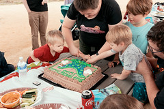 Cutting the cake (VirtualWolf) Tags: australia bokeh bungarribee bungarribeepark canonef35mmf14liiusm canoneos5dmarkiv friends newsouthwales people sydney toddler