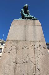 Bågspännaren (richardr) Tags: bågspännaren gamlastan christianeriksson stockholm scandinavia sweden swedish svenska sverige scandinavian skandinavien nordic northerneurope europe european old history heritage historic sculpture crossbow
