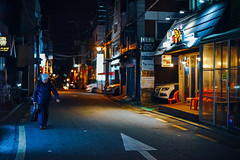 2105/1743 (june1777) Tags: snap street alley seoul night light bokeh sony a7ii konica hexanon ar 50mm f17 1600 clear shinsadong art4