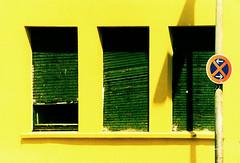 Katernberg (gelbhaarduisburg) Tags: gelb grün fenster fassade rollläden ruhrpott